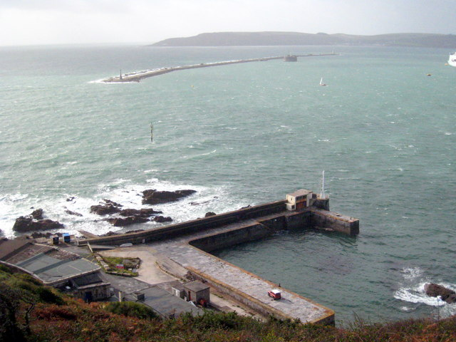 1 Bovisand_harbour_-_geograph_org_uk_-_1556934